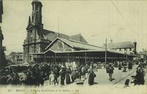 L'Eglise Saint-Louis et les Halles |