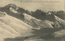 Le Petit-St-Bernard (2157m.) et le Mont-Blanc, en hiver  