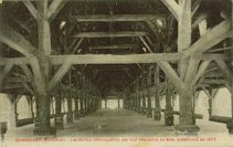 Les Halles remarquables par leur charpente en bois, construites en 1675 |