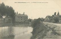 Le Moulin et l'arrivée route de Paris |