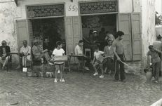 CAFE MAURE DANS LA MEDINA 1972 | Kervinio Yvon