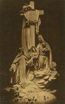 Groupe sculpté dominant le Maître-Autel dans la Chapelle des Carmélites de Lisieux |