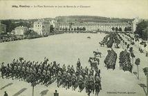 La Place Nationale un jour de Revue du 2e Chasseurs |