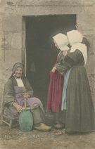 Vieille femme de BAUD barattant dbeurre et racontant ses contes |