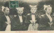 Jeunes filles de Plounéour-Menez |