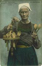QUIMPER - La vieille marchande de cuillers en bois |