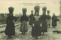 Les femmes de Kerhorre. Retour de la Pêche aux coquillages |