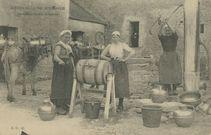Servantes faisant le beurre |