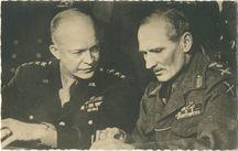 Le Maréchal MONTGOMERY et le Général EISENHOWER | Photo Service Information Allié