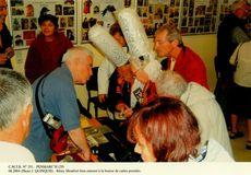 Rémy Montfort bien entouré à la bourse de cartes postales | Quinquis J.