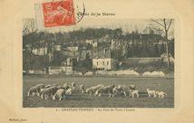 Au pied du Vieux Château  