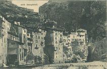 Maisons suspendues au-dessus de la Bourne  