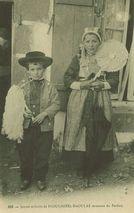 Jeunes enfants de PLOUGASTEL-DAOULAS revenant du Pardon |