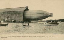 Le dirigeable allemand Zeppelin IV est sorti hors de son hangar flottant sur le lac de Constance | Rol