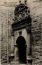 Porte Renaissance dans la Cour d'une Maison Place du Centre |