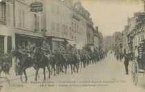 Artillerie Anglaise traversant la Ville |