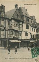 Vieilles Maisons Place du Centre  
