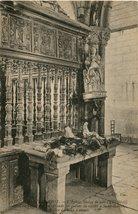 Saint-Herbot. L'Eglise, Statue de bois (XVe Siècle) Autel où l'on dépose en offrande les queues de vaches à Saint-Herbot, Patron des bêtes à cornes |