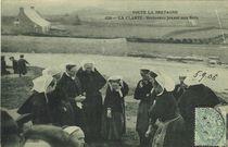 LA CLARTE - Bretonnes jouant aux Noix |