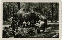 Sabotiers au travail en forêt |
