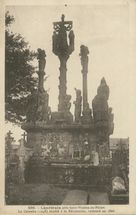 Le Calvaire (1548) mutilé à la Révolution, restauré en 1866 |