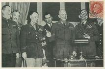 Collège Moderne et Technique de Reims: Après la signature de l'Acte de Reddition, les principaux Chefs alliés sont réunis dans le bureau du Général D. EISENHOWER. |