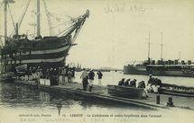 Le Calédonien et contre-torpilleurs dans l'arsenal |