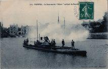 Le sous-marin '' Silure '' sortant du Bassin | Renault
