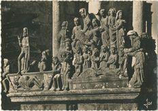 Le grand Calvaire de 1610 : émouvants détails de la façade SO |