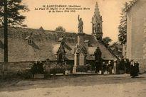 La Place de l'Eglise et le Monument aux Morts de la Guerre 1914-1918 |