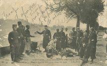 Zouaves faisant la soupe sur le Quai |
