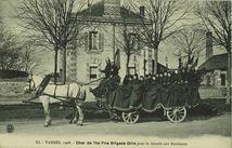 Char de The Fire Brigade Girls pour la retraite aux flambeaux |