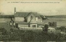 L'Eglise paroissiale, avec la Fontaine où tous les habitants viennent puiser l'eau |